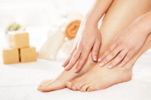 pocení nohou se dá předcházet i správnou péčí a hygienou